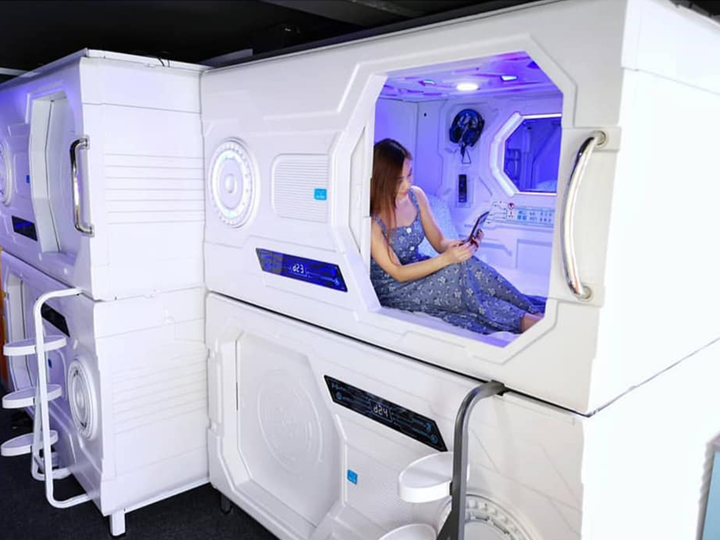 Space-themed Capsule Hotel Galaxy Pods